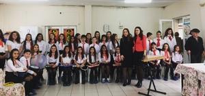 Ortaokul öğrencilerden huzurevinde konser