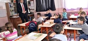 Tosya'da öğrencilere kuru üzüm dağıtılıyor