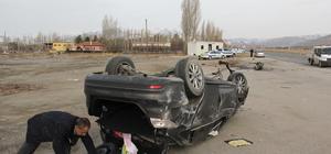 Polis kontrol noktasında otomobil takla attı: 3 yaralı