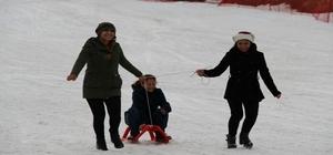 KYK öğrencileri, engelli öğrenciler ile kayak yaptı