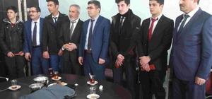 Başkan Vekili Çetin'den öğrencilere İstanbul gezisi hediyesi