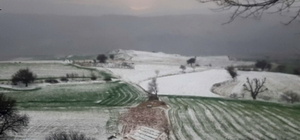 Dolu tarlaları beyaza bürüdü