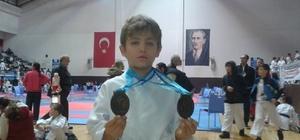 Minik karateciden çift madalya gururu