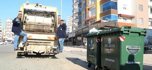 Mezitli'ye yeni nesil plastik çöp konteynerleri yerleştiriliyor