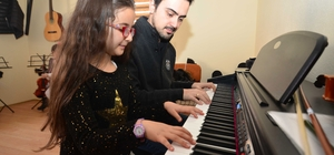 Pursaklar Belediyesi gençleri geleceğe hazırlıyor