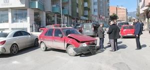 Tosya'da maddi hasarlı trafik kazası meydana geldi