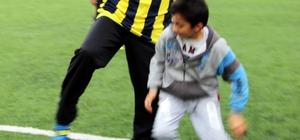 Başkan Görmez çocuklarla futbol oynayarak stres attı