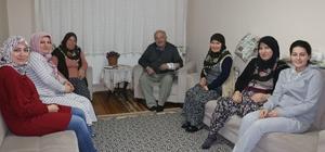 AK Partili kadınlardan hasta ziyareti