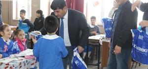 Hani'de 8 bin 615 öğrenciye kıyafet yardımı