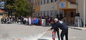 Öğrencilere yangınlara karşı bilgilendirme eğitimi