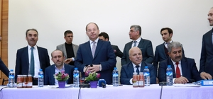 Bakan Akdağ ve Başkan Sekmen İspir'de muhtarlarla buluştu