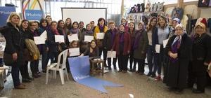 Eğitimlere katılan el işi emekçisi kadınlar belgelerini aldı