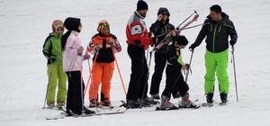 Baharda kar yağışı turizmcileri sevindirdi