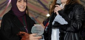 """Tuzla Belediyesi Kent Konseyi Kadın Meclisi, Dr. Fatma Yazıcı'yı """"Yılın Kadını"""" Seçti"""