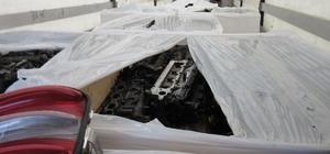 Kağıt yüklü olduğu belirtilen tırdan kaçak malzemeler çıktı