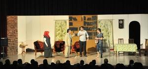 """Akşehir'de """"Karanlıkta Açan Çiçekler"""" isimli tiyatro oyunu sahnelendi"""