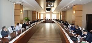 """""""Türk Yükseköğretim Kurumlarında Suriyeli Öğrenciler"""" Konferansına Rektör Karacoşkun'da katıldı"""