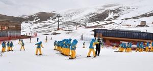 Büyükşehir'den üniversite öğrencilerine kayak kursu