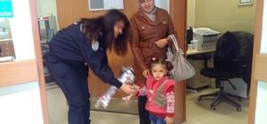 İlçe Emniyet Müdürlüğünden hastane çalışanlarına gül