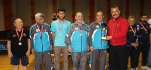 Başkan Tuna, Masa Tenisi Turnuvası'nda sporculara destek verdi