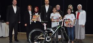 Çocuklar İstiklal Marşı'nı en güzel şekilde okumak için yarıştı