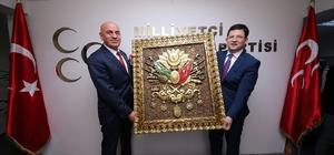 Başkan Subaşıoğlu'nden MHP il yönetimine Osmanlı arması hediyesi