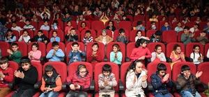 Büyükşehir Belediyesi, işitme ve görme engelli öğrencileri sinemaya götürdü
