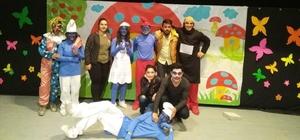 Hakkari'de 'Şirinler' oyunu sahnelendi