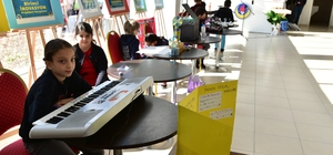 Öğrenciler kendi yaptıkları projeleri sergilediler