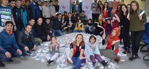 İhtiyaç sahibi öğrenciler için kırtasiye malzemeleri topladılar