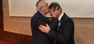 Vali, müdürü alnından öptü
