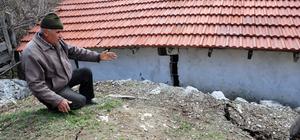 Kumluca'da toprak kaymaları
