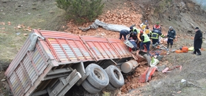 Sinop'ta kamyon şarampole yuvarlandı: 1 ölü