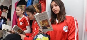 Başkan Uysal'dan hentbolculara Balzac romanı
