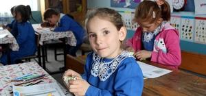 Yüzlerce Kırtasiye Seti Öğrencilere Dağıtıldı