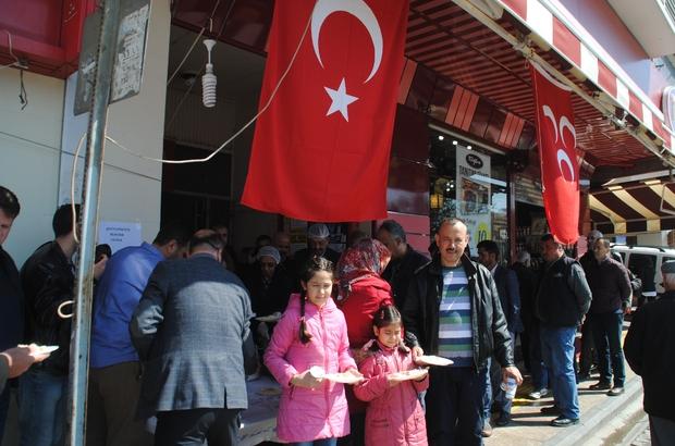 Aydın MHP şehitler için tavuklu pilav dağıttı
