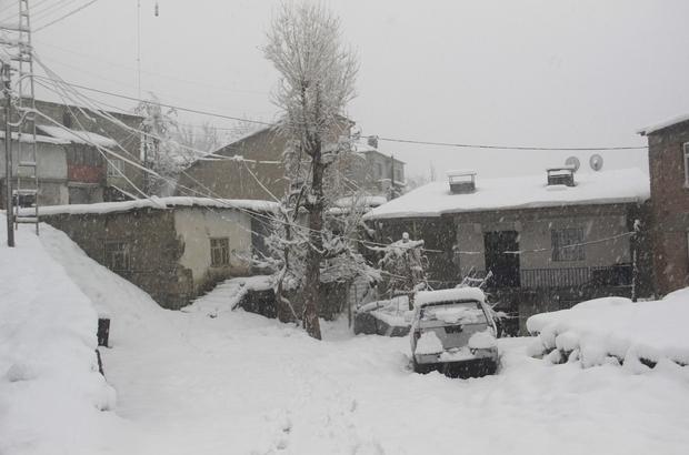 Hakkari'de 42 köy, 117 mezra yolu ulaşıma kapandı