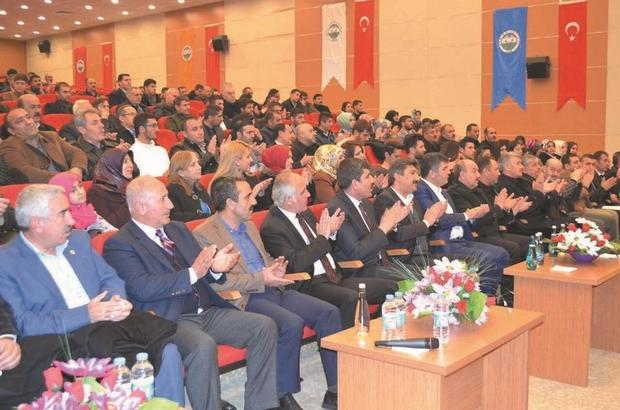 Muş'ta 'Değişen Türkiye ve Referandum Süreci' konferansı