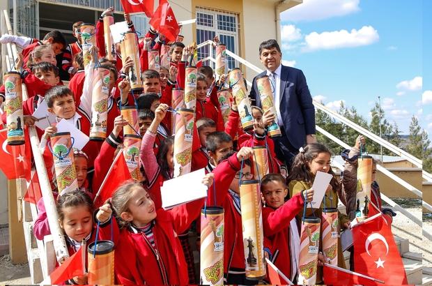 Başkan Fadıloğlu'ndan çocuklara santranç takımı