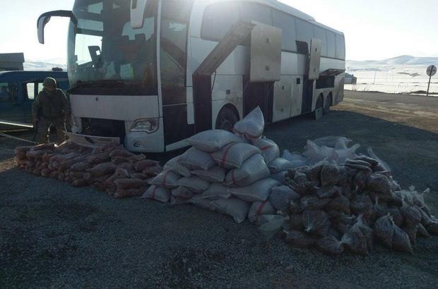 Başkale'de 2 ton 500 kilo kayısı ve fındık içi ele geçirildi