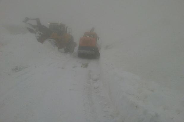 2600 rakımda karla mücadele çalışması