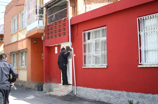 Evine ve kendisine zarar veren kişiyi polis ikna etti