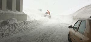 Van Bahçesaray yolunda karla mücadele çalışmaları başladı