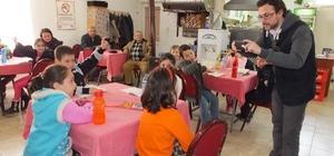 Burhaniyeli öğrenciler kahvehaneyi okuma salonu yaptı