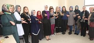 Milletvekili Katırcıoğlu'na işaret dili kursiyerlerinden duygulandıran sürpriz
