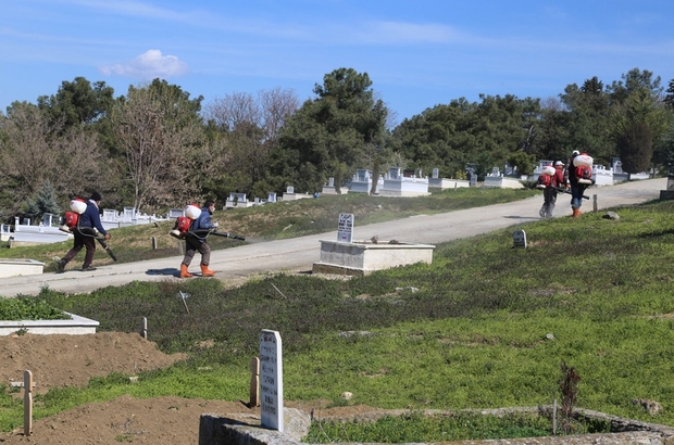 Edirne'de mezarlıklar ilaçlanıyor