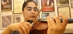 Müzisyen ikizler yarışmaya katılmak için destek bekliyor