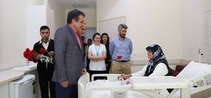 Yılmaz, yaşlı hastaları ziyaret etti