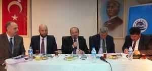 Başkan Gümrükçüoğlu, Of'ta muhtarlarla buluştu