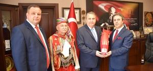 Başkan Çerçi protokolü güreşe davet etti